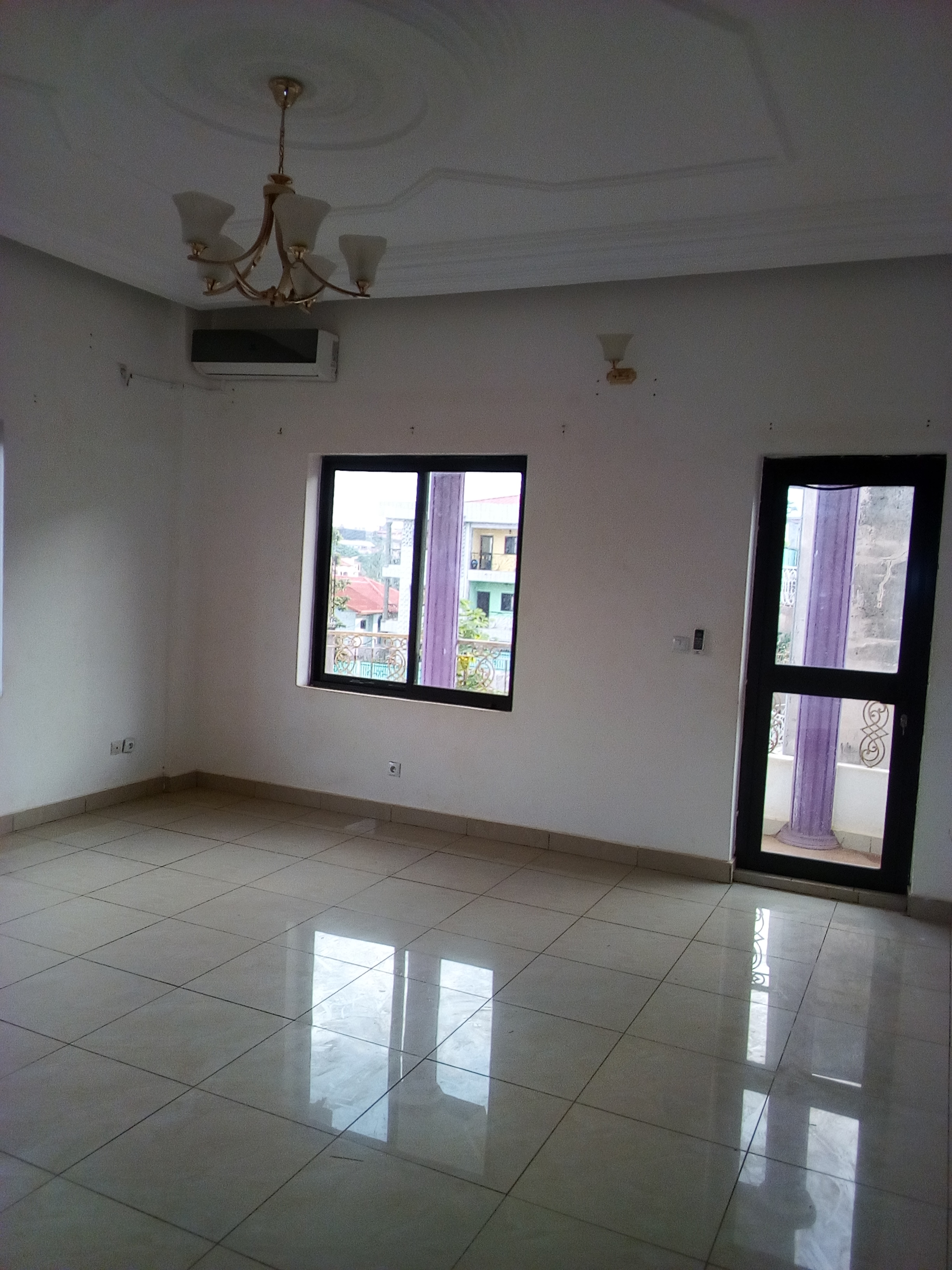 Apartment to rent - Yaoundé, Mfandena,  - 1 living room(s), 2 bedroom(s), 3 bathroom(s) - 250 000 FCFA / month