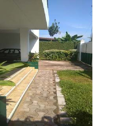 House (Villa) for sale - Douala, Ndogbong, vers Camlait Ndogbong - 1 living room(s), 4 bedroom(s), 3 bathroom(s) - 80 000 000 FCFA / month
