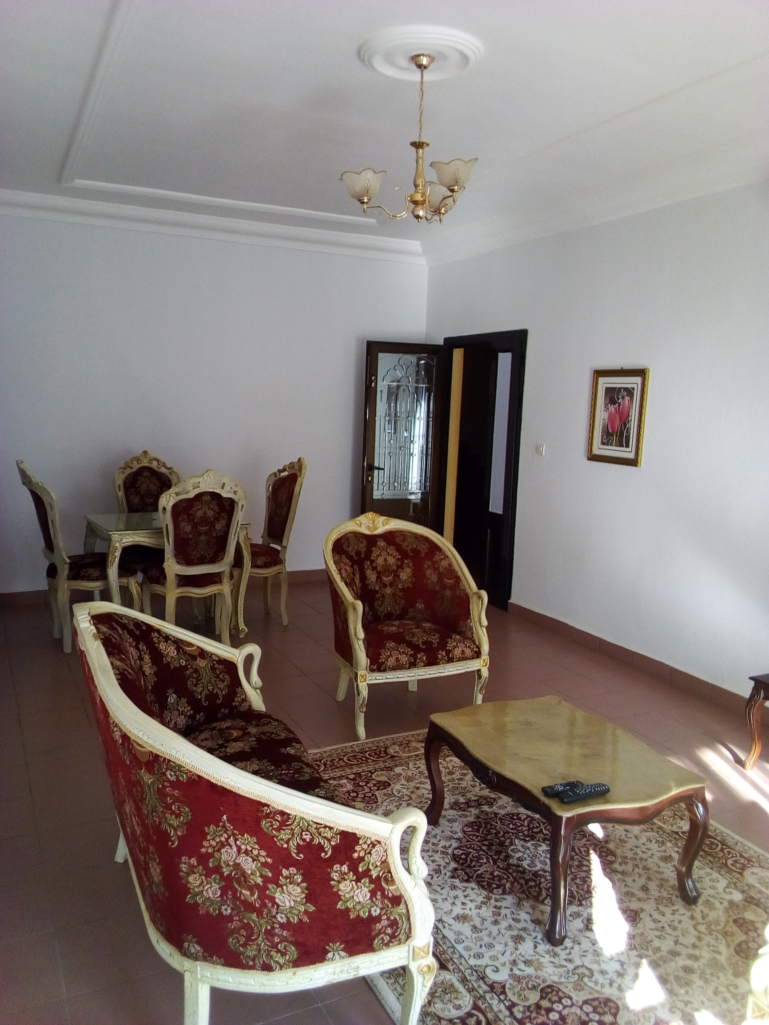 Apartment to rent - Yaoundé, Bastos, pas loin de lorient rouge - 1 living room(s), 2 bedroom(s), 3 bathroom(s) - 800 000 FCFA / month