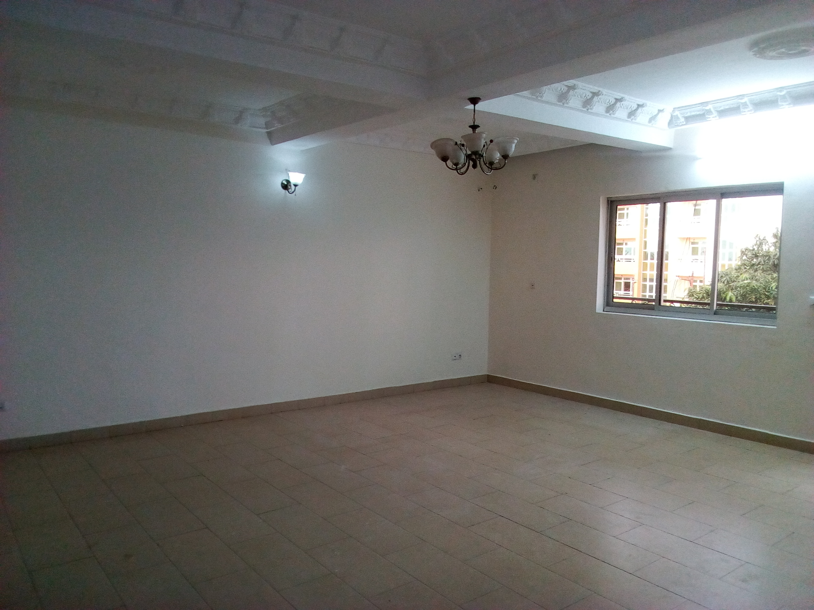 Apartment to rent - Yaoundé, Mfandena, avenue foe - 1 living room(s), 2 bedroom(s), 2 bathroom(s) - 300 000 FCFA / month